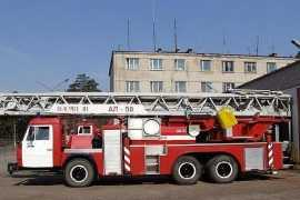 В Брянске огонь угрожал многоквартирному дому