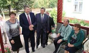 Брянский глава проверил работу дома престарелых и интерната