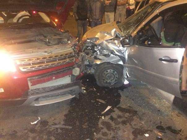 Пьяная водительница в Брянске разбила припаркованный автомобиль