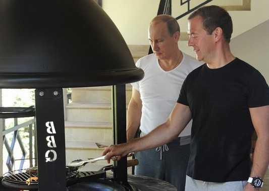 Путин и Медведев провели тренировку в Сочи и отведали барбекю по-брянски