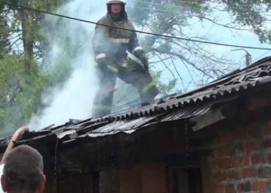 В Бежицком районе Брянска загорелись сараи