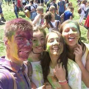 На фестивале «НичОси» брянцы оставили на лицах тонну краски