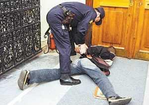За нападение на брянского полицейского будут судить Безрукова