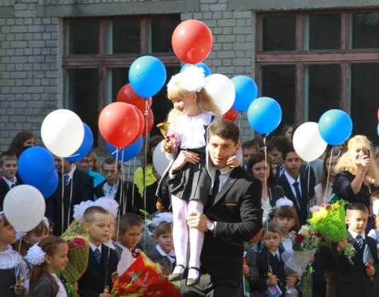 Школьный звонок в Брянске прозвенел для 42 тысяч ребят