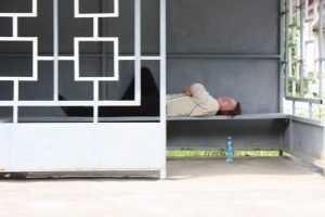 На брянской трассе пенсионер задавил насмерть пьяного парня