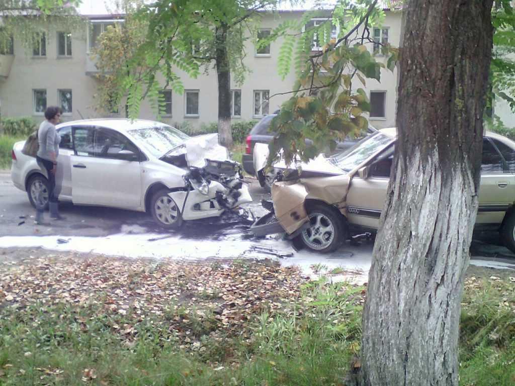 Брянская водительница пострадала в аварии