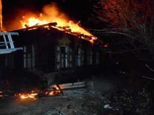 Спасатели потушили пожар в брянской деревне