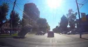 В Брянске перевернулся автомобиль (ВИДЕО)