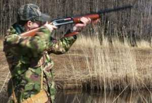 Застрелив грибника, брянский охотник сбежал из леса