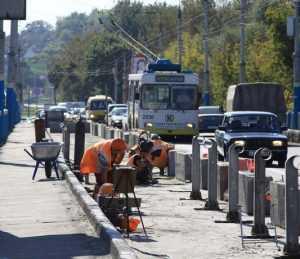 В Брянске для новой части Первомайского моста вбили 60 свай