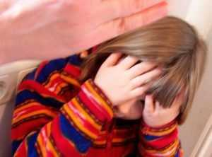 Избившую дочь брянскую мамашу наказали принудительным трудом