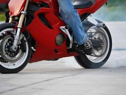 Брянский водитель проломил голову мотоциклисту