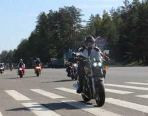 Брянские мотоциклисты закрыли сезон пробегом по центру города