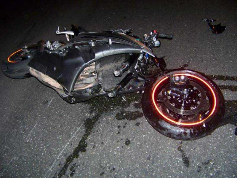 Брянский мотоциклист покалечился о столб