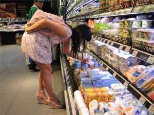 Брянцы смогут пожаловаться на торговлю санкционными продуктами