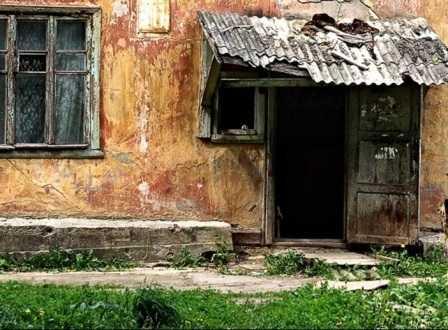 Суд приказал властям Брянска переселить обитателей гнилого барака