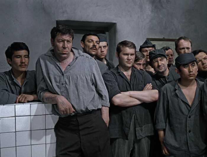 Начальника брянской колонии наказали за зеков-бездельников