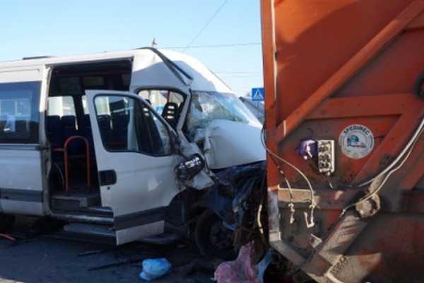 Водитель брянской маршрутки раздавил водителя мусоровоза