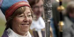 Епископ-лесбиянка призвала убрать с храма кресты