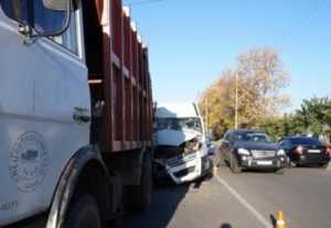 При столкновении маршрутки с мусоровозом в Брянске ранены шесть человек