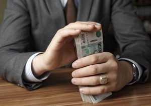 Брянский дорожник получил условный срок за крупное мошенничество
