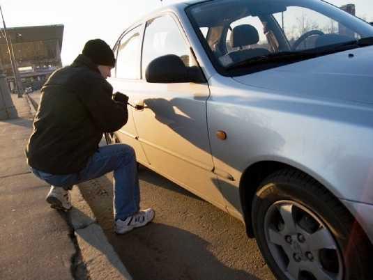 Двое брянских юнцов за ночь угнали два автомобиля
