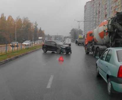 В Брянске водитель пробил ограждение и вылетел на встречную полосу