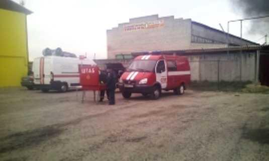 Под Брянском потушили пожар на складе смазочных материалов (видео)