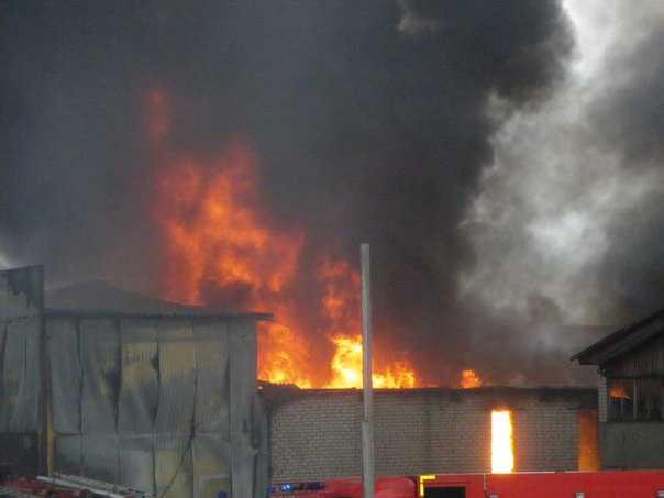 Под Брянском полностью потушили пожар на складе с нефтепродуктами