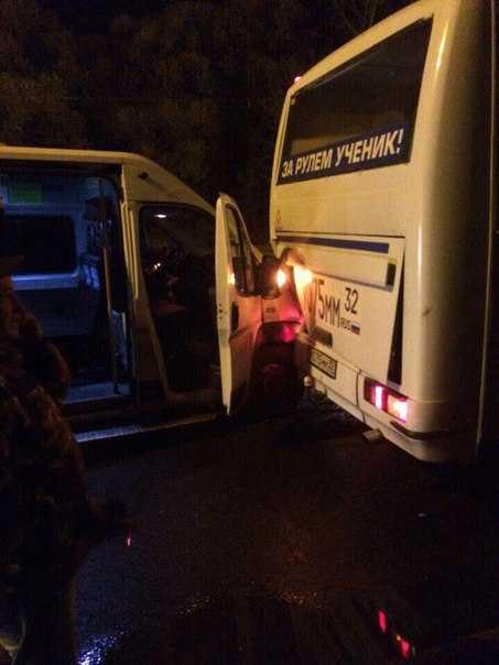 В Брянске столкнулись маршрутка и автобус