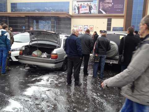 В Брянске у «Аэропарка» загорелись два автомобиля