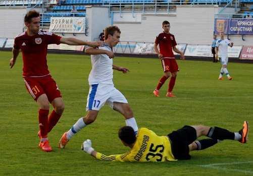 Минимальную победу одержали брянские футболисты в Туле