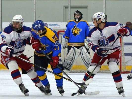 Хоккейный «Брянск» уничтожил минскую «Юность» восемью шайбами