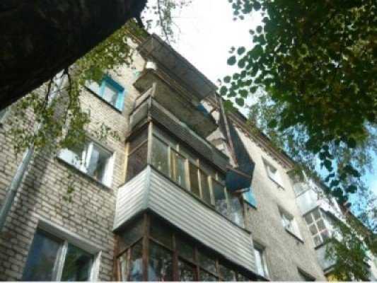 Брянский суд рассмотрит денежный спор по делу об обрушении балкона-убийцы