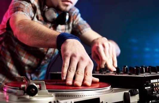 Брянскую радиостанцию наказали за переизбыток музыки