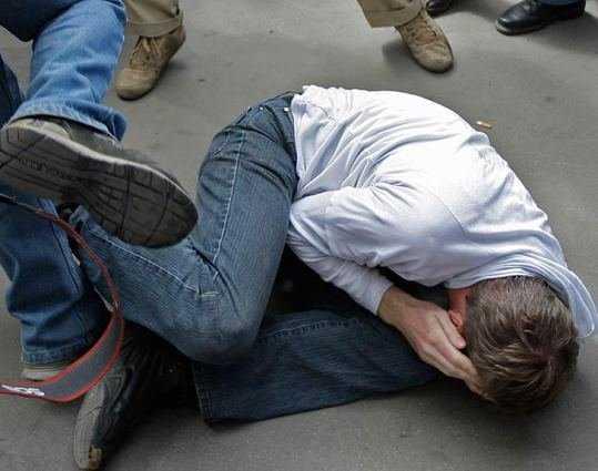Задержаны трое парней, убившие мужчину на остановке в Брянске