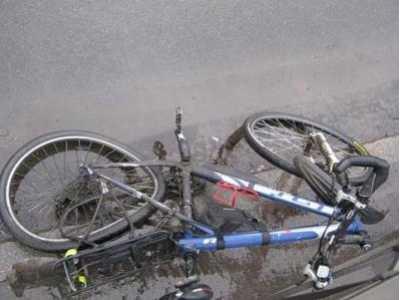 Брянский полицейский на переходе сбил велосипедиста