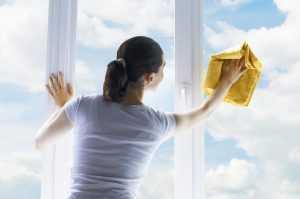 В брянском общежитии девушка выпала из окна