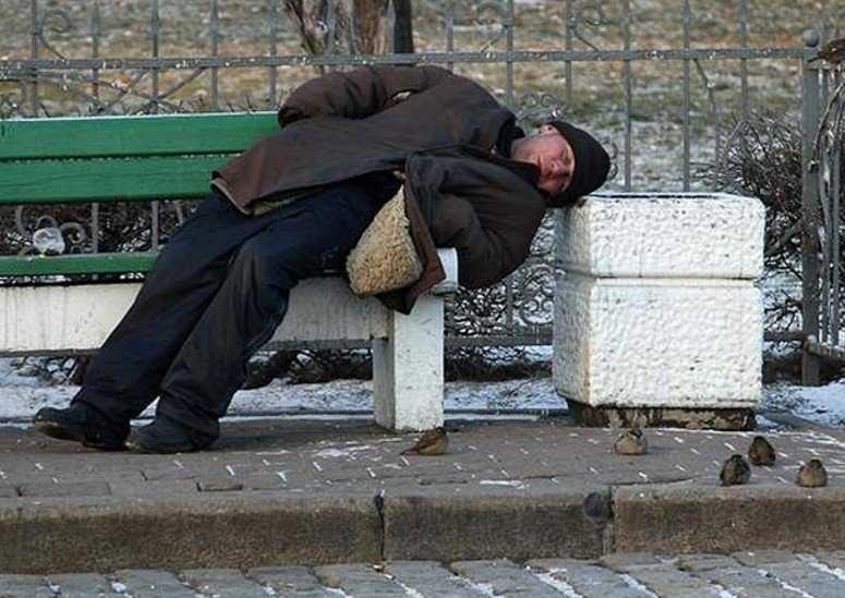 В Брянске спасли замерзшего мужчину