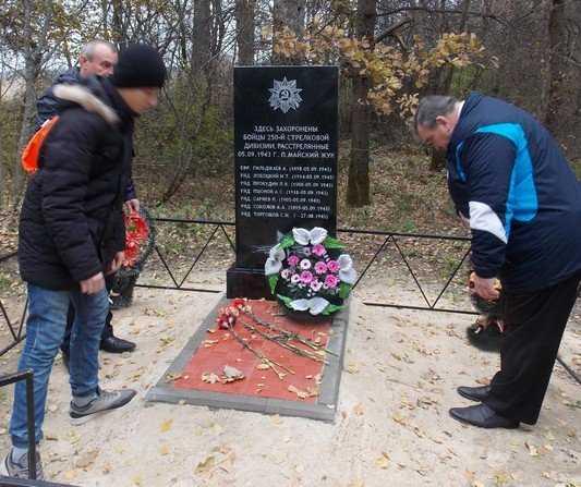 В брянском поселении освятили памятник воинам