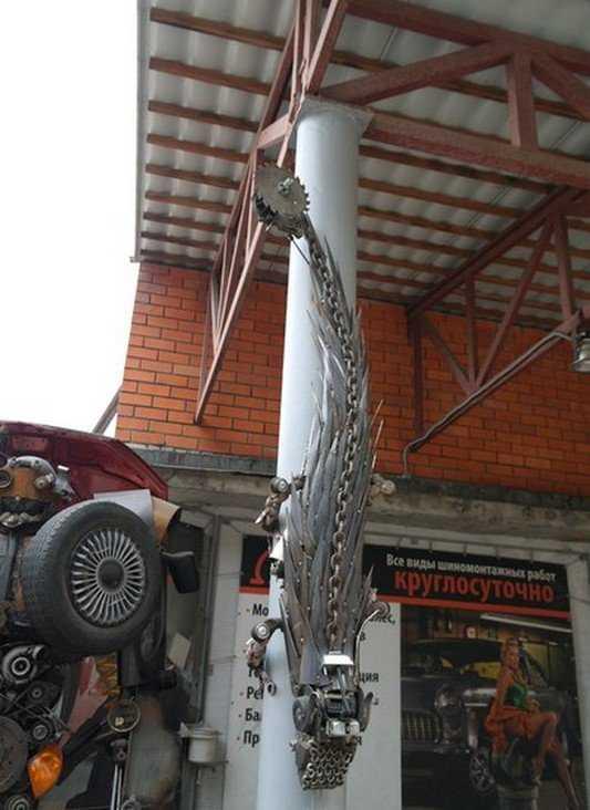 Брянский автомеханик завел в мастерской железную ящерицу