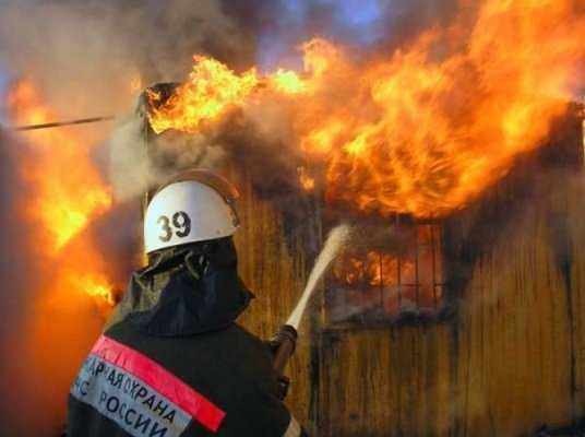 В брянском райцентре при пожаре пострадала женщина