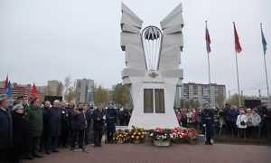 Брянцы побывали в Петербурге на открытии памятника псковским десантникам