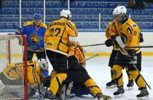 Хоккейный «Брянск» обменялся победами с «Драгунами»