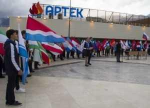 Над «Артеком» взвился флаг Брянской области