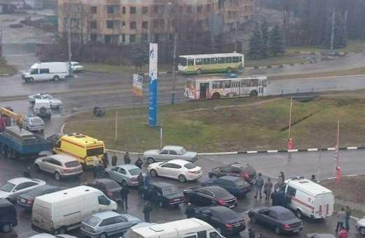 В Брянске перекрыли движение – в троллейбусе найден подозрительный предмет