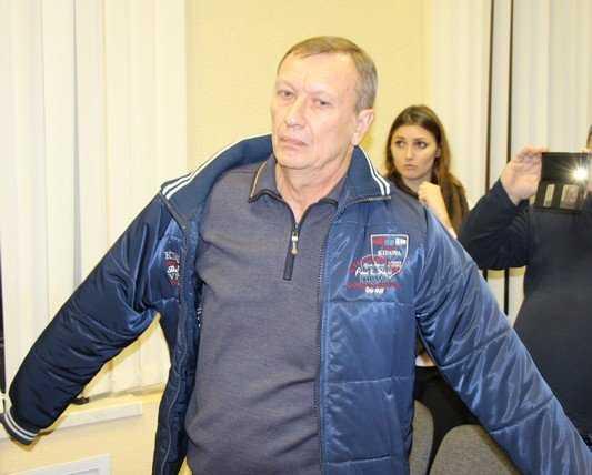 Закованный в наручники экс-губернатор Денин пообещал обжаловать приговор