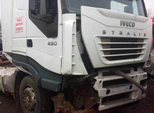 На брянской дороге «Лада» врезалась в грузовик – ранены 2 подростка
