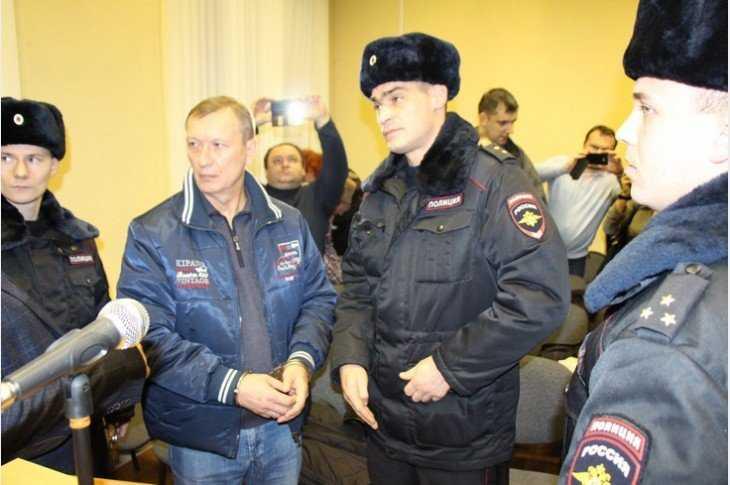 Бывший брянский губернатор Денин может освободиться через год и 7 месяцев