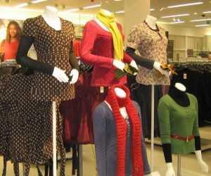 Брянские приставы испугали владелицу магазина одежды арестом товара